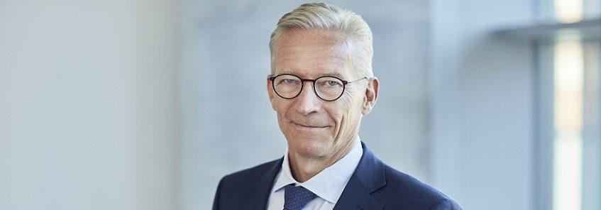 3.2 Lundbecks bestyrelsesformand, Lars Rasmussen, vil fordoble honoraret til bestyrelsesmedlemmer uden for Europa. Det sker for at kompensere for rejsetid og for at være konkurrencedygtig på lønnen
