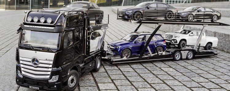 Mercedes-Benz Autotransporter 1:18: Actros Edition 1 Sattelzugmaschine mit Auflieger; Mercedes-AMG GT 63 4MATIC+ 4-türiges Coupé, designo graphitgrau magno; Mercedes-Benz GLE, brillantblau; Mercedes-Benz A-Klasse,  digitalweiß; Mercedes-Benz CLS, graphitgrau; Mercedes-Benz X-Klasse, Bering-weiß   Mercedes-Benz vehicle transporter 1:18: Mercedes-Benz Actros Edition 1 tractor unit with trailer; Mercedes-AMG GT 63 4MATIC+ 4-door  Coupé, designo graphite gray magno; Mercedes-Benz GLE, brilliant blue; Mercedes-Benz A-Class, digital white;  Mercedes-Benz CLS, graphite gray; Mercedes-Benz X-Class, Bering white