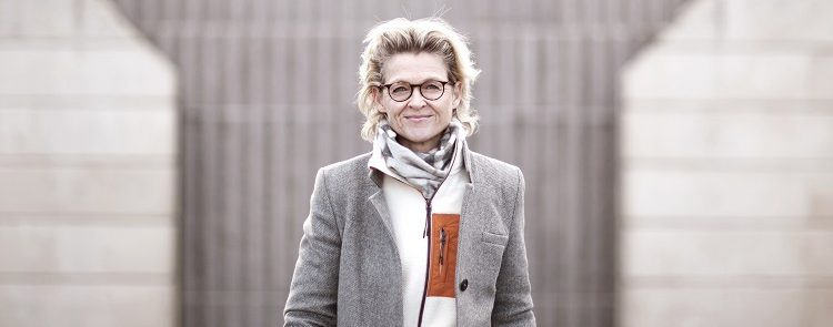 """Marlene Nørgaard Carolus har tidligere været global chef forprivate banking i Danske Bank, og på onsdag annonceres hendes nye job. Hun sadler i den grad ned, men bliver i finansbranchen, hvor hun fremover vil arbejde fo, at bankunderne i Danmark for de """"bedt mulige vilkår i banken"""". Jeg må ikke oplyse, hvad hun skal før onsdag kl. 10"""