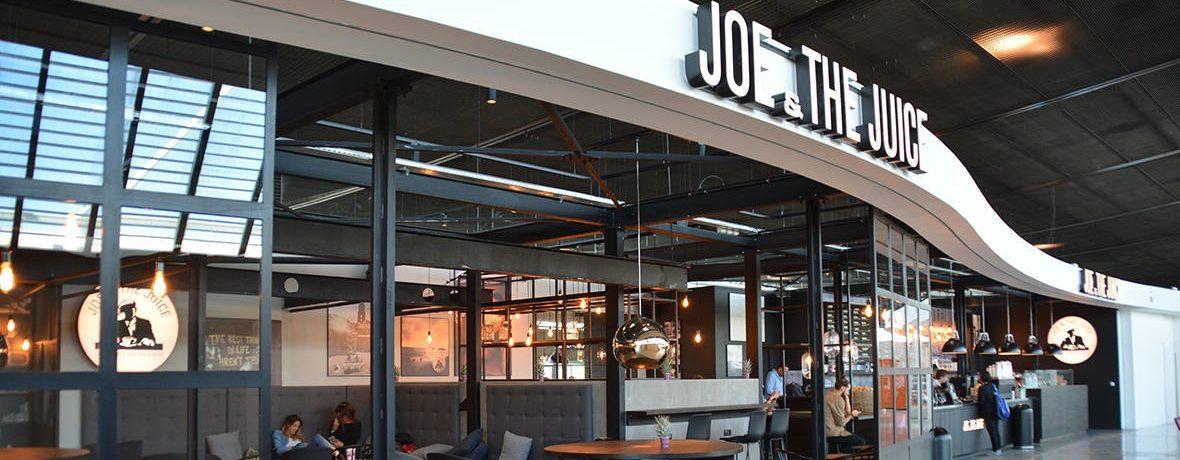 Joe Juice tekst - Det er især Joe & The Juices mange barer i lufthavnene så som Nice, der lider under Covid-19